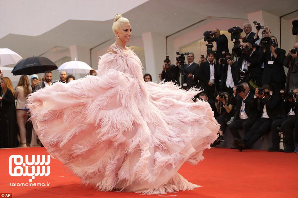 لیدی گاگا در اکران ستاره ای متولد شد در جشنواره فیلم ونیز