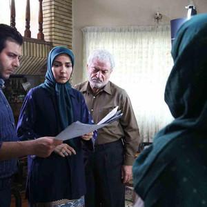 سارا صوفیانی، مجید واشقانی و کاظم هژیرآزاد در پشت صحنه سریال «روزهای بی قراری 2»