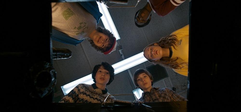 سیدی سینک، جو کری، فین ولفهارد، گیتن ماتارازو و کیلب مک لافلین در «چیزهای عجیب» (Stranger Things)