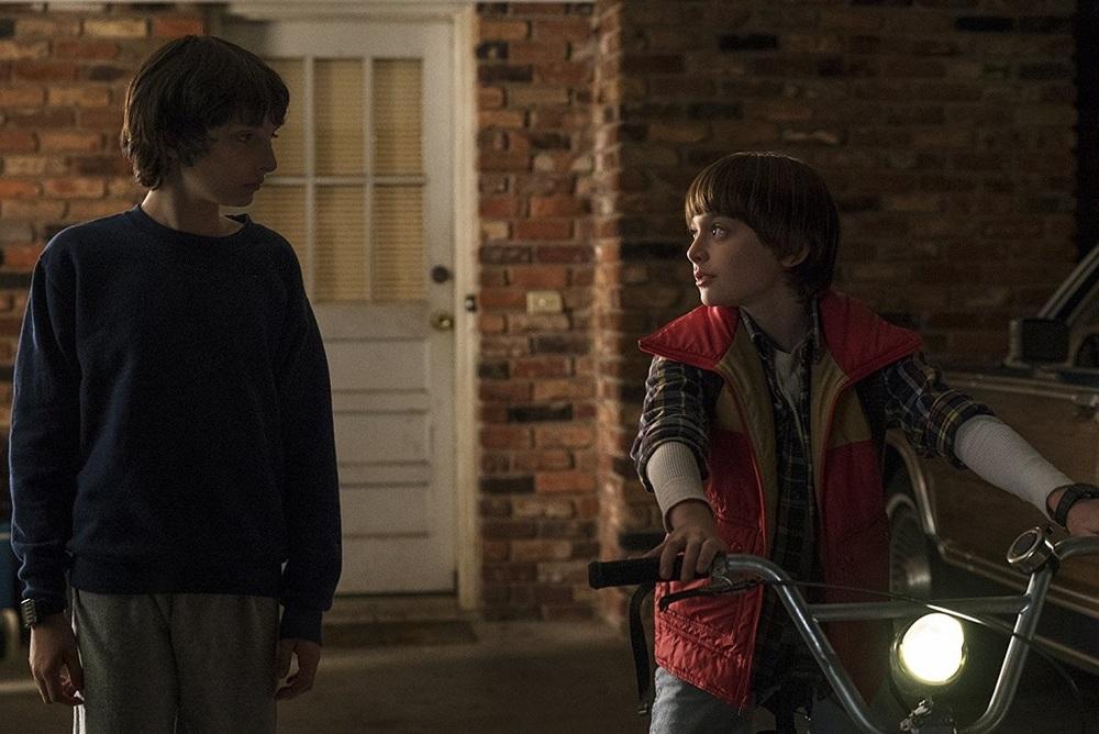 نوآ شاناپ و فین ولفهارد در سریال «چیزهای عجیب» (Stranger Things)