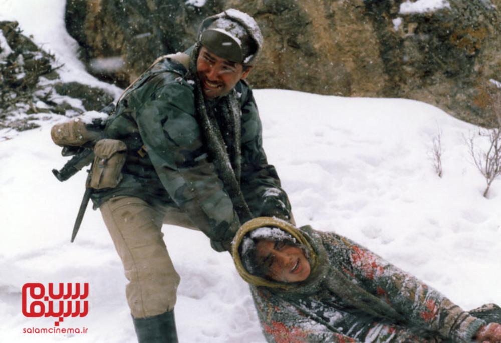 پارسا پیروزفر و گلشیفته فراهانی در فیلم «اشک سرما»