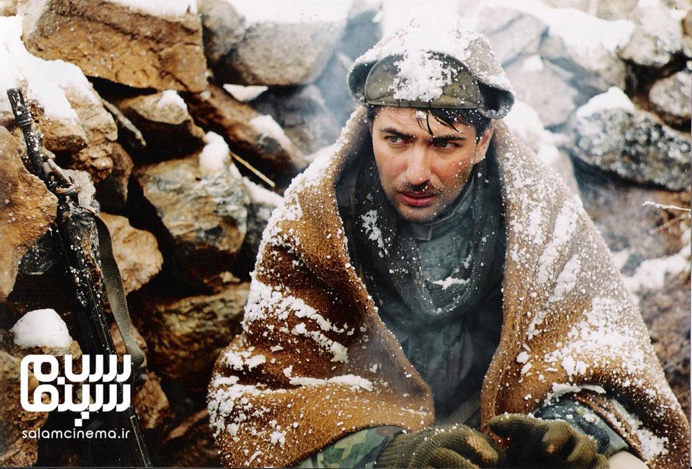 پارسا پیروزفر در نمایی از فیلم سینمایی «اشک سرما»