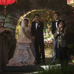 هنری گلدینگ در نمایی از فیلم سینمایی «آسیایی های خرپول» (Crazy Rich Asians)