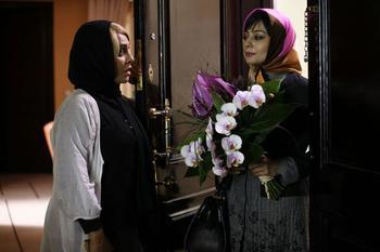 رویا نونهالی و یکتا ناصر در نمایی از فیلم سینمایی «مشکل گیتی»