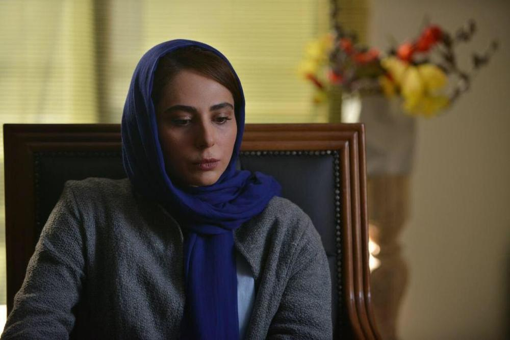 رعنا آزادی ور در نمایی از فیلم سینمایی «مرداد» ساخته بهمن كامیار