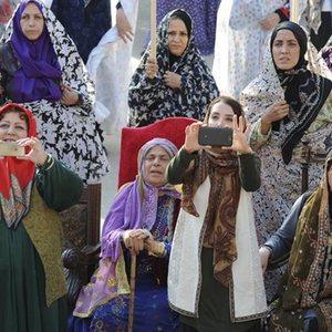 سحر جعفری جوزانی و شهره لرستانی و گوهر خیراندیش در فیلم ایران برگر