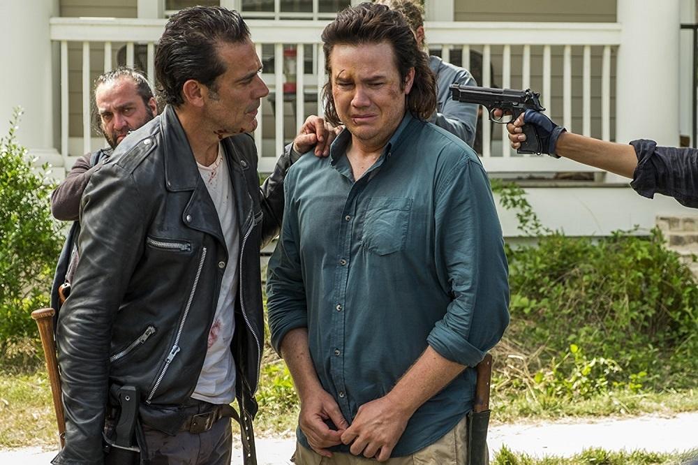 جفری دین مورگان و جاش مک درمیت در سریال «مردگان متحرک» (The Walking Dead)
