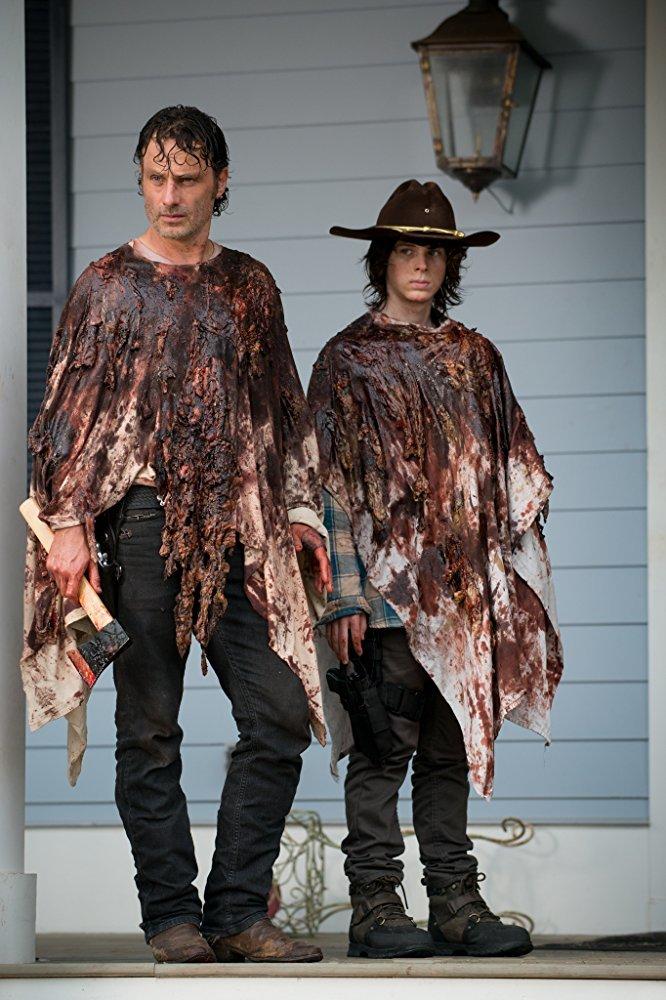 اندرو لینکلن و چندلر ریگز در سریال «مردگان متحرک» (The Walking Dead)