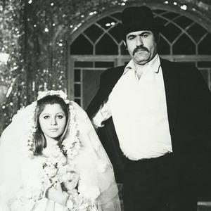 زهرا حاتمی و عنایت بخشی در فیلم «خواستگار»