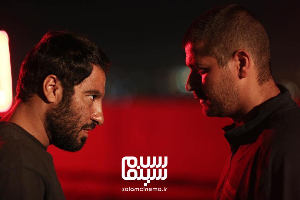 نوید محمدزاده و هامون سیدی در فیلم «مغزهای کوچک زنگ زده»