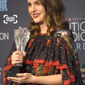 ناتالی پورتمن برنده جایزه بهترین بازیگر زن برای فیلم «جکی»(Jackie) از بیست و دومین جوایز انتخاب منتقدان