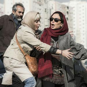 افسانه بایگان، طناز طباطبایی و علی قربانزاده در فیلم «بی حساب»