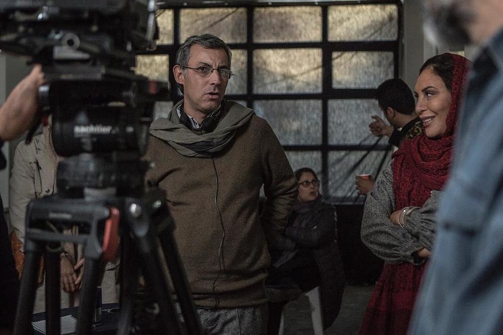 مصطفی احمدی و افسانه بایگان در پشت صحنه فیلم «بی حساب»