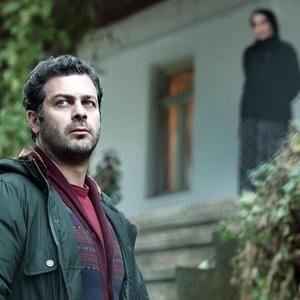 پژمان بازغی در نمایی از فیلم «اسرافیل» ساخته آیدا پناهنده