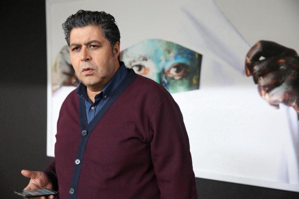 فرهاد اصلانی در فیلم «زیر سقف دودی»