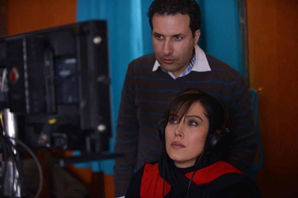 مهتاب کرامتی و بهمن کامیار در پشت صحنه فیلم «مرداد»