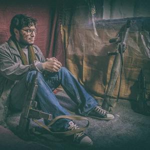 جواد عزتی در فیلم «ماجرای نیمروز»