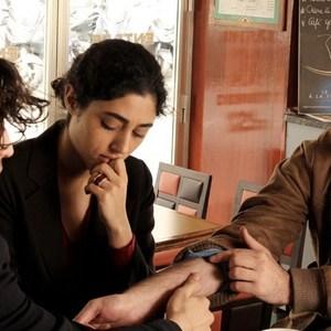 گلشیفته فراهانی, لویی گارل و وینسنت مکنین در نمایی از فیلم «دو دوست»