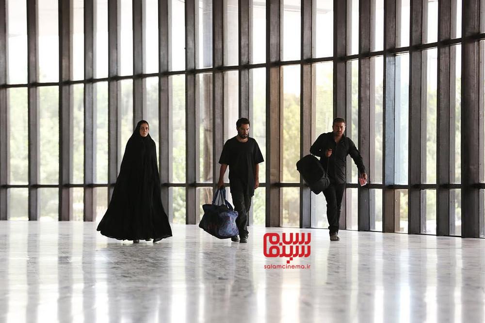 مرجان اتفاقیان، نوید محمدزاده و هامون سیدی در فیلم «مغزهای کوچک زنگ زده»