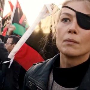 رزاموند پایک در فیلم سینمایی «جنگ خصوصی» (A Private War)