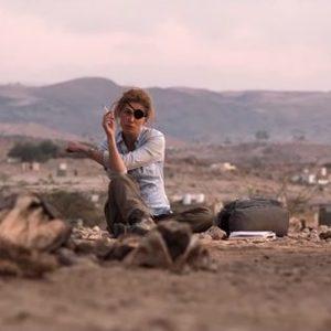 رزاموند پایک و جیمی دورنان در نمایی از فیلم سینمایی «جنگ خصوصی» (A Private War)