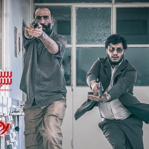 هادی حجازی فر و جواد عزتی در فیلم «ماجرای نیمروز 2: رد خون»