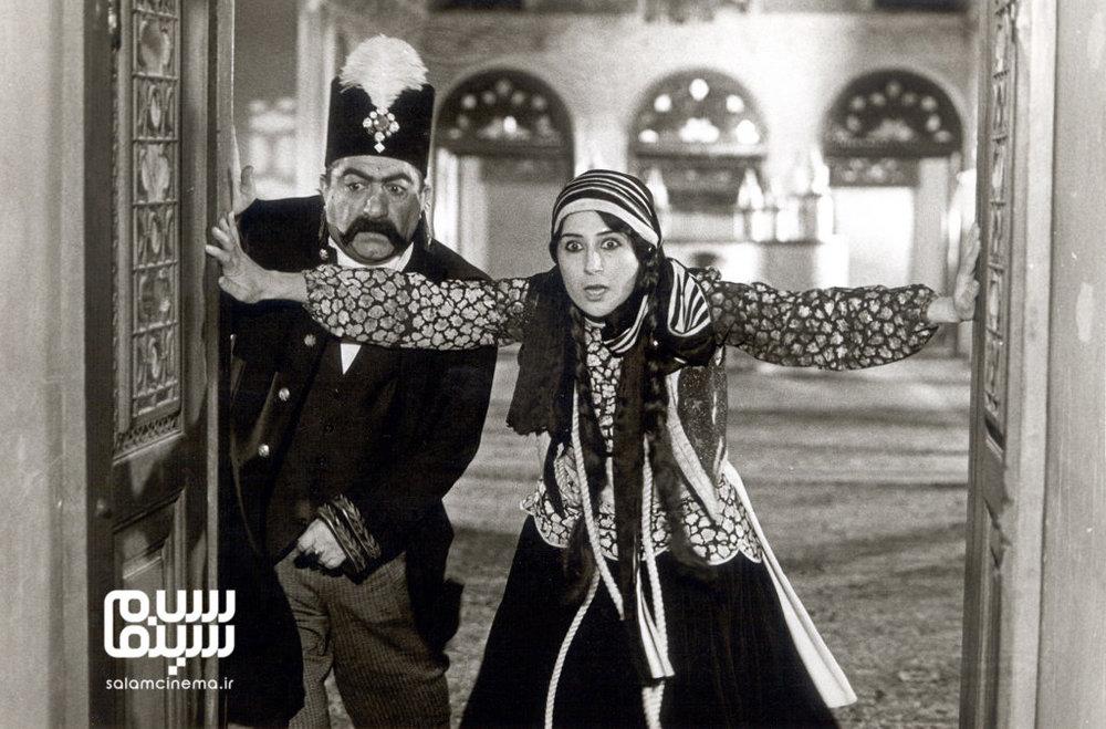 فاطمه معتمدآریا و عزت الله انتظامی در فیلم «ناصرالدین شاه آکتور سینما»