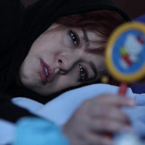 مهراوه شریفی نیا در فیلم «پرسه در حوالی من» ساخته غزاله سلطانی
