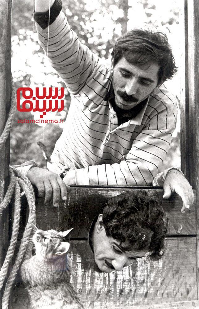 محسن مخملباف و مهدی هاشمی در پشت صحنه فیلم «ناصرالدین شاه آکتور سینما»