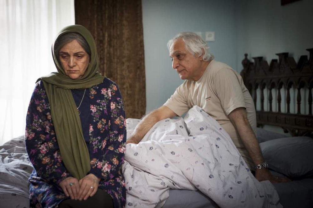 شمس لنگرودی و گلاب آدینه در نمایی از فیلم سینمایی «دوباره زندگی»