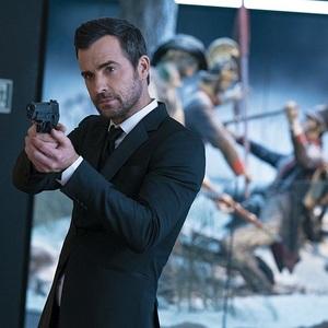 جاستین تیروکس در نمایی از فیلم سینمایی «جاسوسی که مرا قال گذاشت» (The Spy Who Dumped Me)