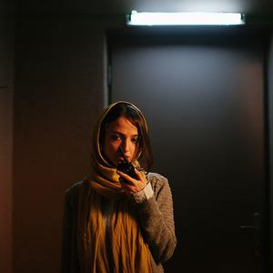ندا جبرائیلی در نمایی از فیلم کوتاه «رورانس»