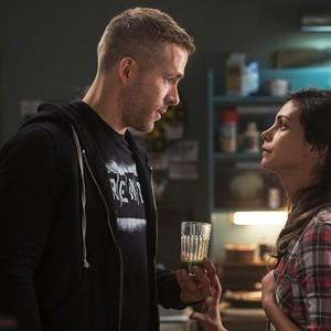 مورینا بکرین و رایان رینولدز در فیلم «ددپول»(Deadpool)