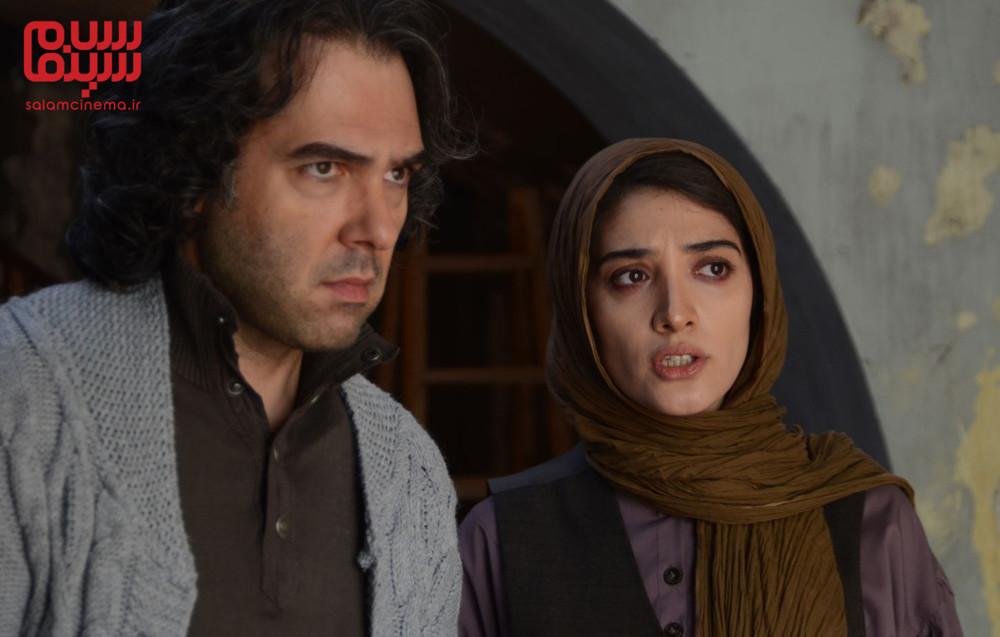 کوروش تهامی و مینا ساداتی در فیلم «تنها در چند دقیقه سکوت»