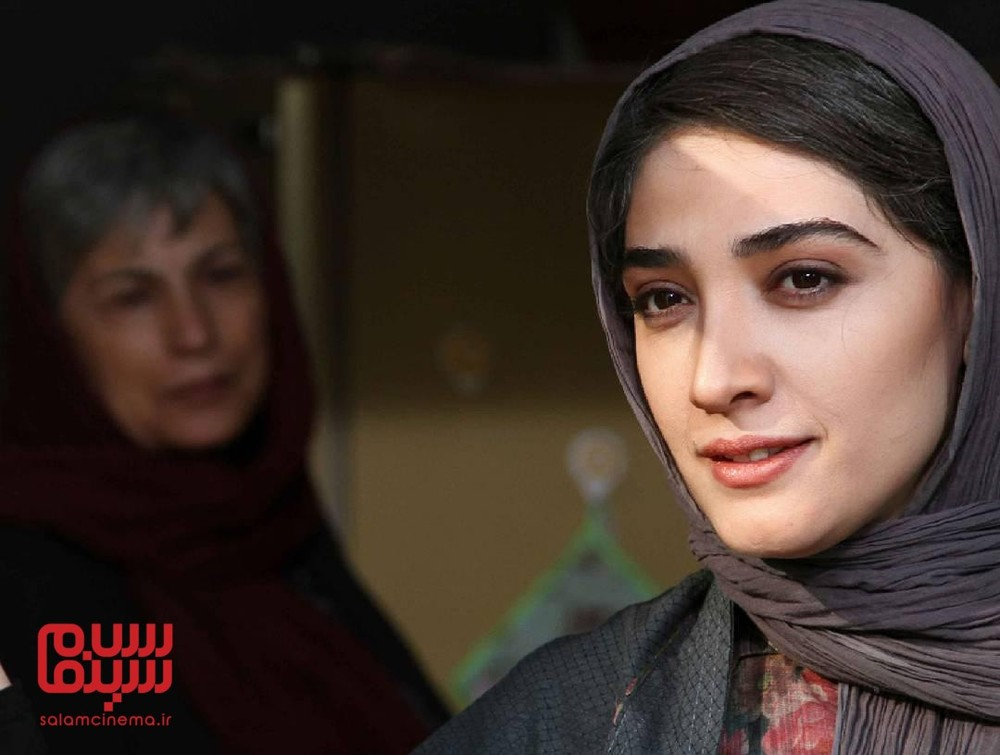 مینا ساداتی در نمایی از فیلم «تنها در چند دقیقه سکوت»