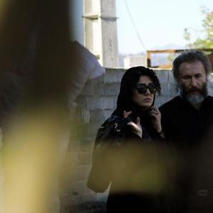 باران کوثری و رضا بهبودی در فیلم «شنل»