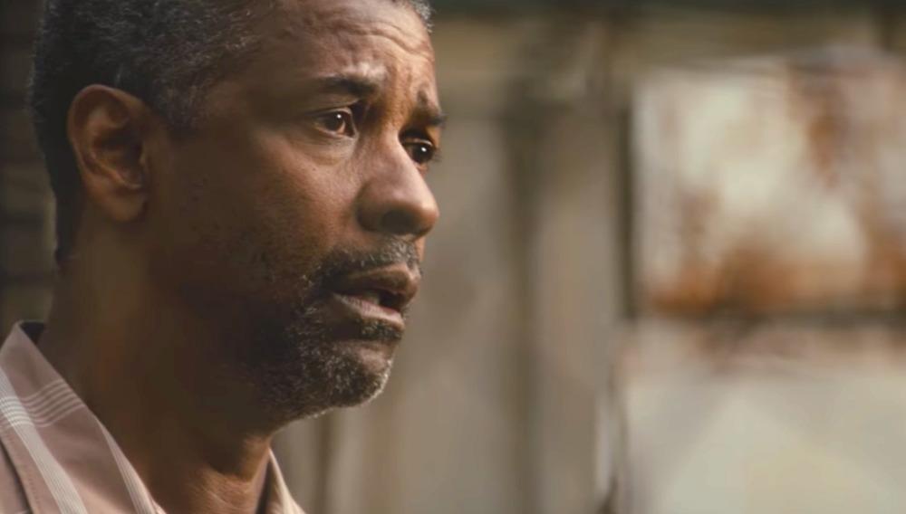دنزل واشینگتن در نمایی از فیلم «حصارها»(Fences)