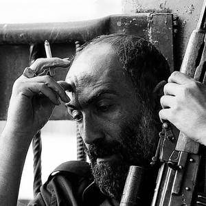 هادی حجازی فر در فیلم «ماجرای نیمروز 2: رد خون»