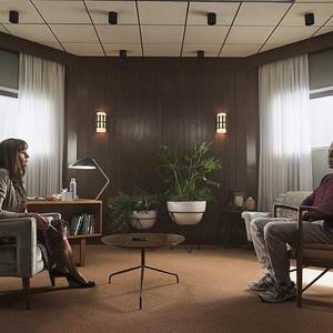 جولیا رابرتز و استفان جیمز در سریال «بازگشت به خانه» (Homecoming)