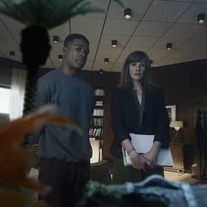 جولیا رابرتز و استفان جیمز در نمایی از سریال «بازگشت به خانه» (Homecoming)