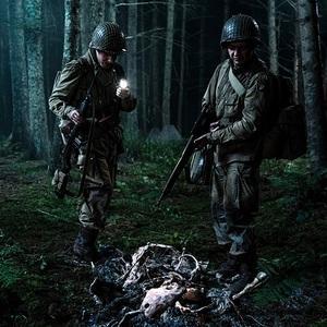 ایان د سیستکر و جان ماگارو در فیلم سینمایی «ارباب» (Overlord)