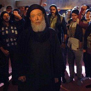 علی نصیریان در نمایی از فیلم «امپراطور جهنم»