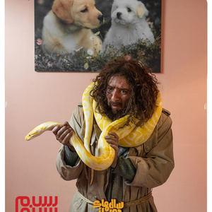 اولین عکس از احمد مهران فر در سریال کمدی «سال های دور از خانه»