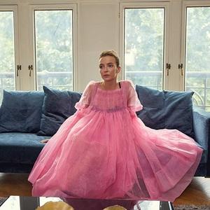 جودی کامر در نمایی از سریال تلویزیونی «کشتن ایو» (Killing Eve)