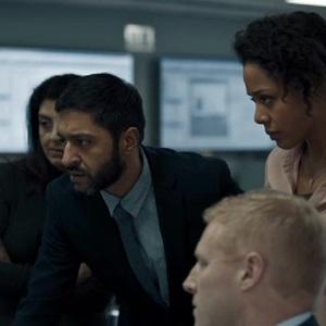 اش تاندون و نینا توسان وایت در نمایی از سریال «بادیگارد» (Bodyguard)