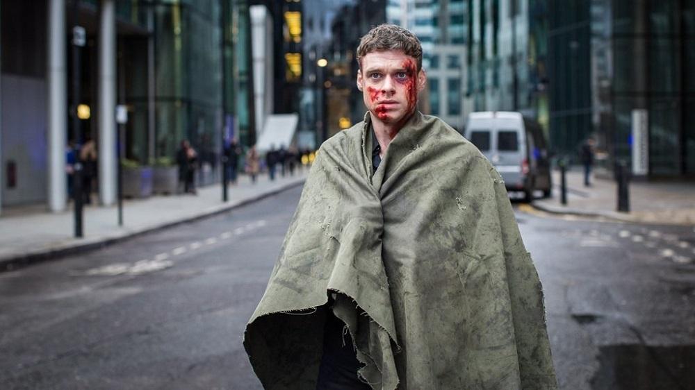 ریچارد مدن در نمایی از سریال «بادیگارد» (Bodyguard)