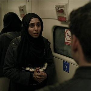 آنجیلی موهیندرا در نمایی از سریال «بادیگارد» (Bodyguard)
