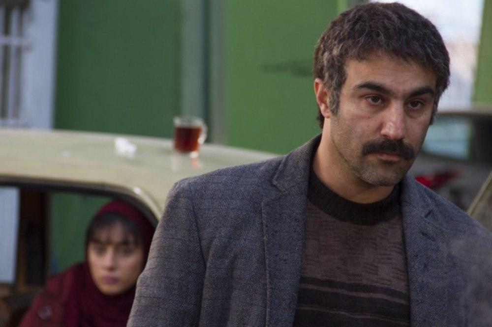 محسن تنابنده در نمایی از فیلم «فراری»