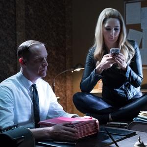 مارک ایوان جکسون و دارسی کاردن در نمایی از سریال «جای خوب» (The Good Place)
