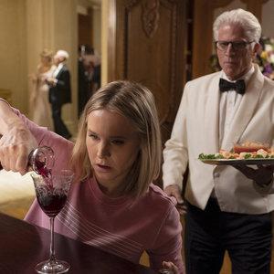 تد دانسون و کریستن بل در سریال «جای خوب» (The Good Place)